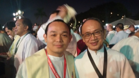 "I did not expect to see Fr. Roy Cimagala, one of the Filpino priest-writers I really looked up to, during the opening of the International Eucharistic Congress. So, after the Holy Mass, I really approached him for a ""pakodak""!"