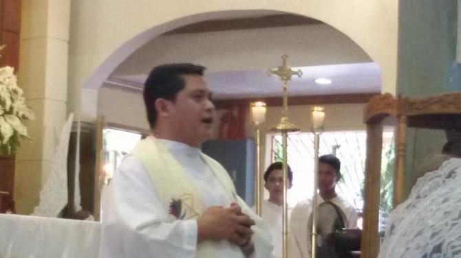 Fr. Mario Villacastin leading the Profession of Faith