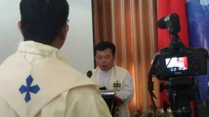 Fr. Leo Rading the Gospel