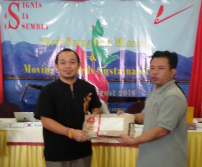 Fr. Leo Mang, SDB, President of Signis Myanmar received the Cebu Daily News copies in behalf of Cardinal Charles Maung Bo, Cardinal of Myanmar. These copies contained articles during the week-long 51st International Eucharistic Congress 2016 in the Roman Catholic Archdiocese of Cebu, Philippines last January 24-31, 2016. My special thanks to Cebu's media practitioners, most especially those into Church beat.