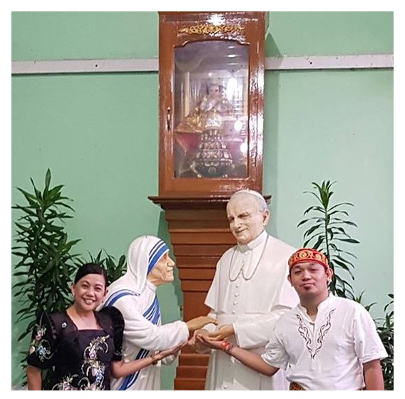 At the Bishop's House just at the back of the St. Mary's Cathedral, Yangon in Mynmar, I was thrilled to see the images of John Paul II and Mother Teresa together. Wala pa ko kakita ani sa Pilipinas ba. When you look up a bit, the Sto. Niño de Cebu is also there! (Photo Credit: Ate Jing)